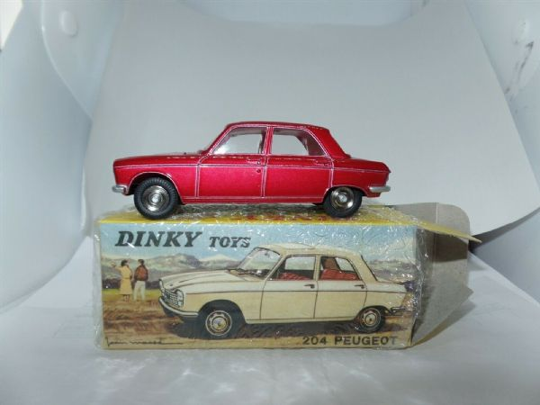 Atlas French Dinky 510 PEUGEOT 204 METALLIC RED